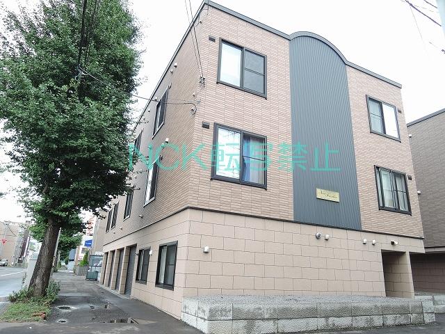 北海道札幌市白石区、苗穂駅徒歩17分の築9年 3階建の賃貸アパート