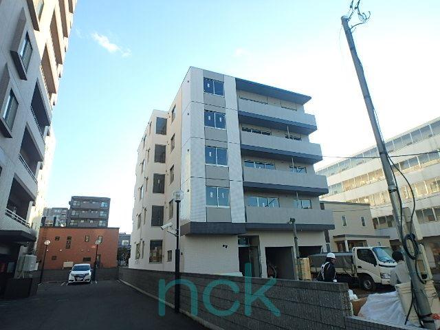 北海道札幌市北区、北24条駅徒歩10分の築1年 5階建の賃貸マンション