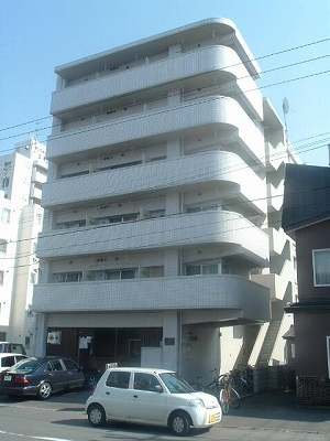 北海道札幌市北区、北18条駅徒歩3分の築27年 6階建の賃貸マンション