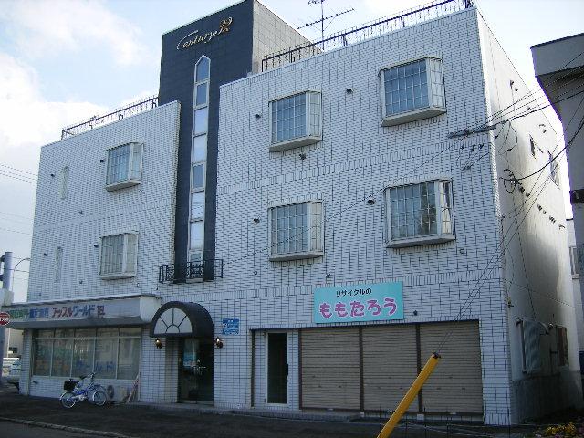 北海道札幌市北区、麻生駅徒歩14分の築32年 3階建の賃貸マンション