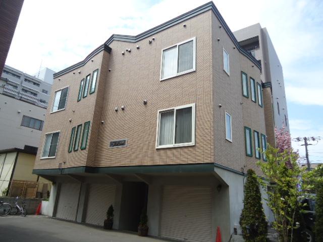 北海道札幌市北区、札幌駅徒歩10分の築10年 3階建の賃貸アパート