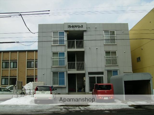 北海道札幌市東区、北18条駅徒歩15分の築25年 3階建の賃貸アパート