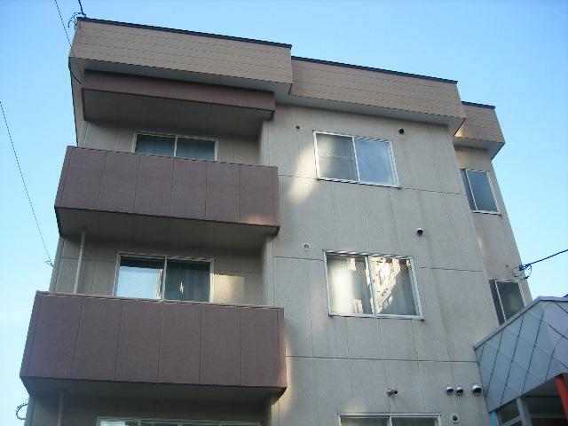 北海道札幌市北区、北24条駅徒歩9分の築32年 3階建の賃貸マンション