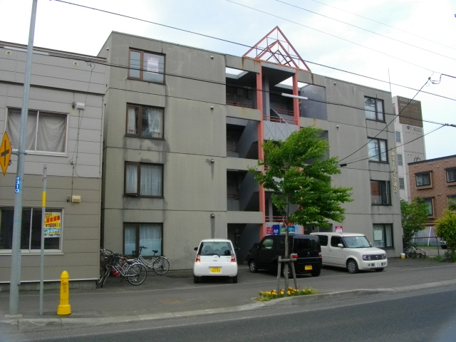 北海道札幌市北区、北24条駅徒歩10分の築27年 4階建の賃貸マンション
