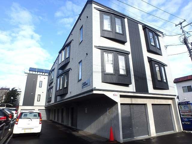 北海道札幌市西区、発寒中央駅徒歩10分の築11年 3階建の賃貸アパート