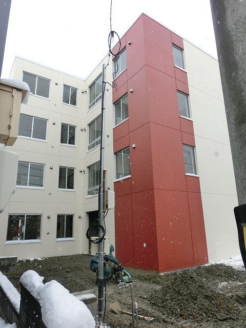 北海道札幌市西区、発寒中央駅徒歩12分の築2年 4階建の賃貸マンション