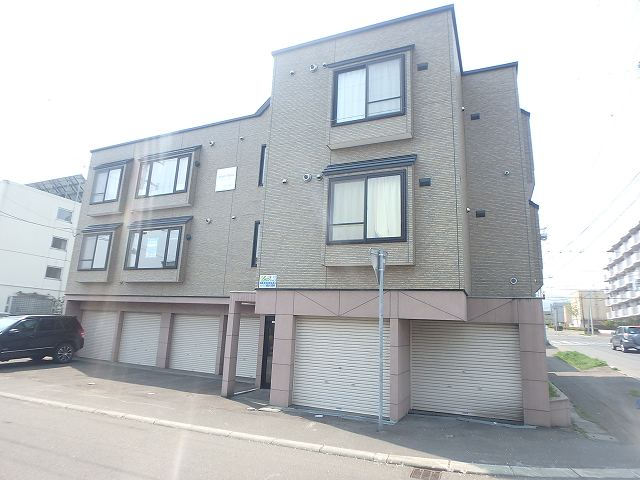 北海道札幌市西区、宮の沢駅徒歩17分の築15年 3階建の賃貸アパート