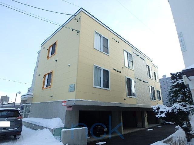 北海道札幌市西区、宮の沢駅JRバスバス9分西野3条2丁目下車後徒歩4分の築10年 3階建の賃貸アパート