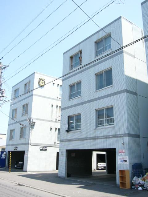 北海道札幌市西区、発寒中央駅徒歩18分の築28年 4階建の賃貸マンション