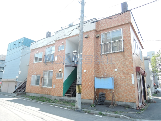 北海道札幌市東区、環状通東駅徒歩10分の築36年 2階建の賃貸アパート