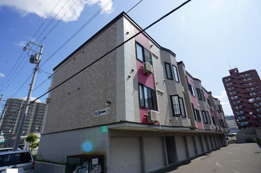 北海道札幌市西区、発寒駅徒歩10分の築9年 3階建の賃貸アパート