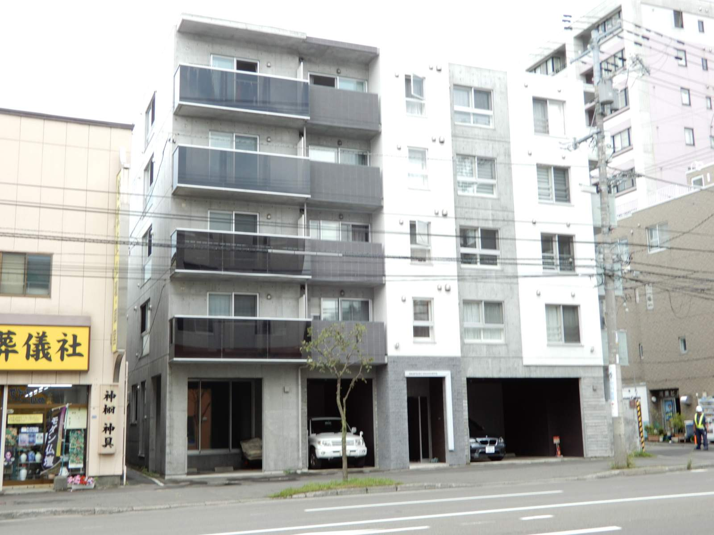 北海道札幌市西区、琴似駅徒歩17分の築3年 5階建の賃貸マンション