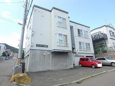 北海道札幌市西区、宮の沢駅徒歩20分の築24年 3階建の賃貸アパート