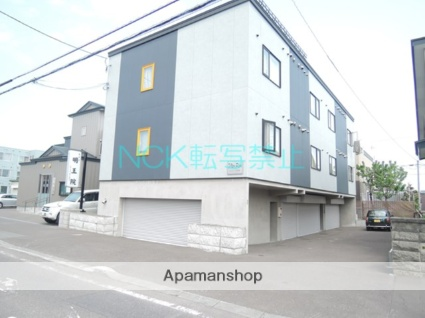 北海道札幌市北区、新琴似駅中央バスバス23分篠路7−5下車後徒歩5分の築9年 3階建の賃貸アパート