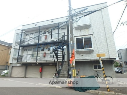 北海道札幌市東区、環状通東駅徒歩6分の築27年 3階建の賃貸アパート