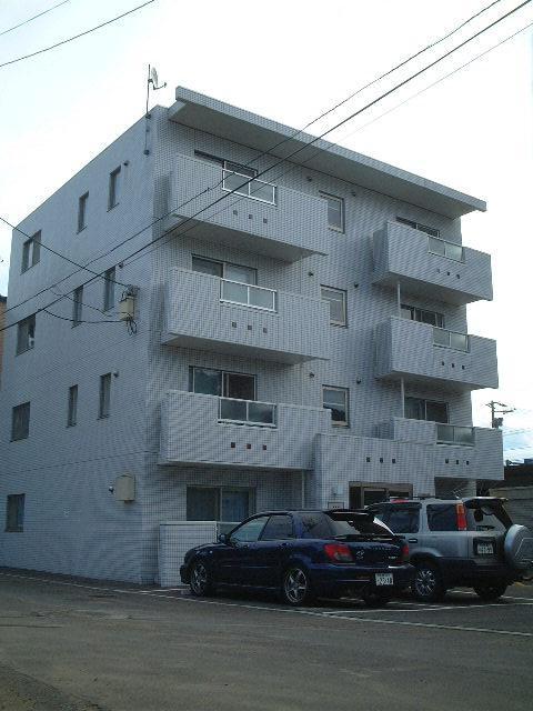 北海道札幌市中央区、幌南小学校前駅徒歩5分の築13年 4階建の賃貸マンション