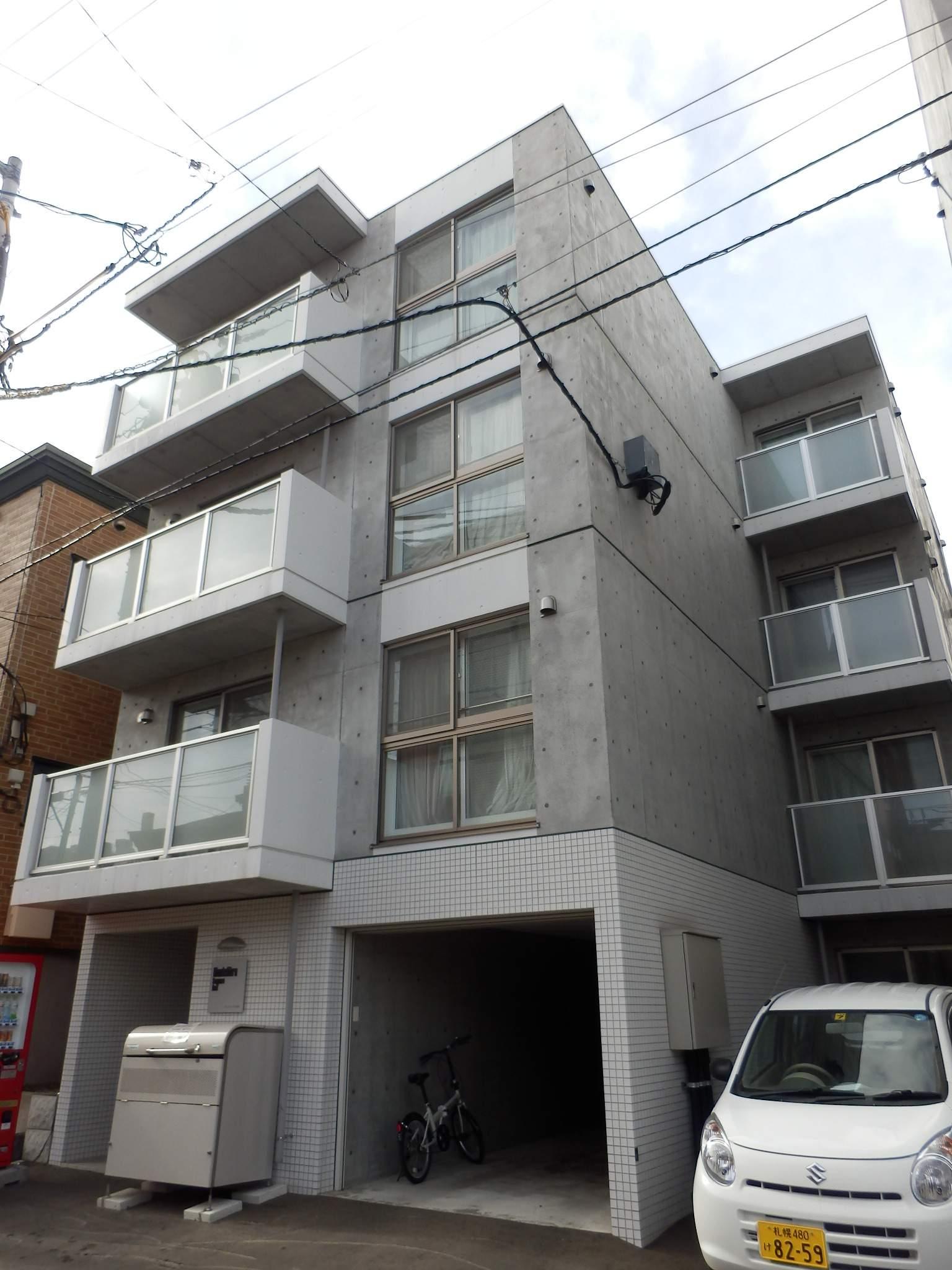 北海道札幌市中央区、札幌駅徒歩11分の築27年 4階建の賃貸マンション