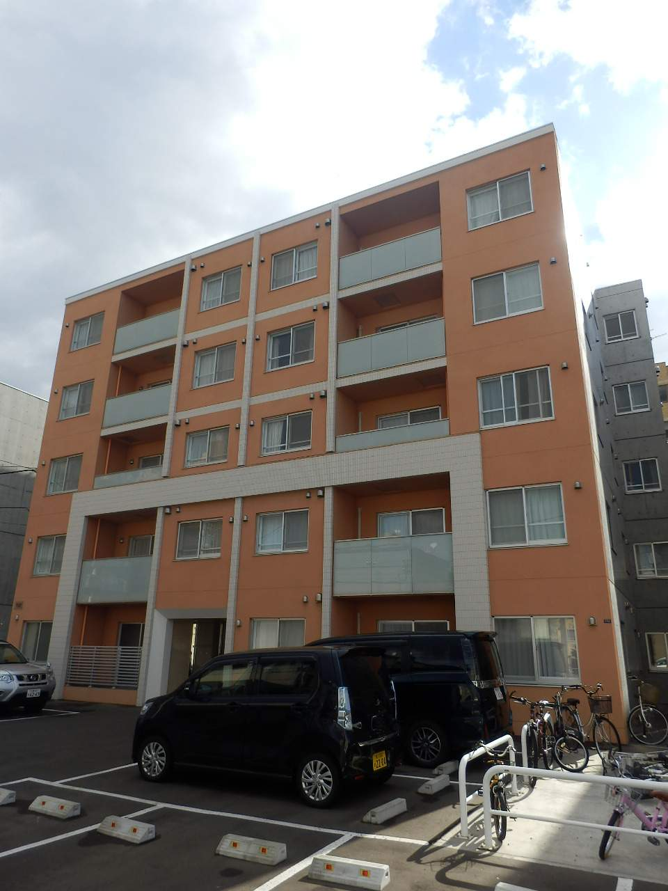北海道札幌市中央区、中島公園駅徒歩15分の築4年 5階建の賃貸マンション