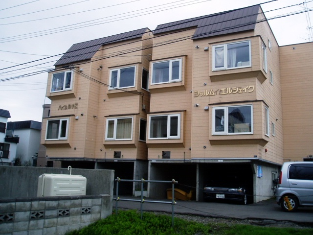 北海道札幌市中央区、西線14条駅徒歩5分の築27年 3階建の賃貸アパート