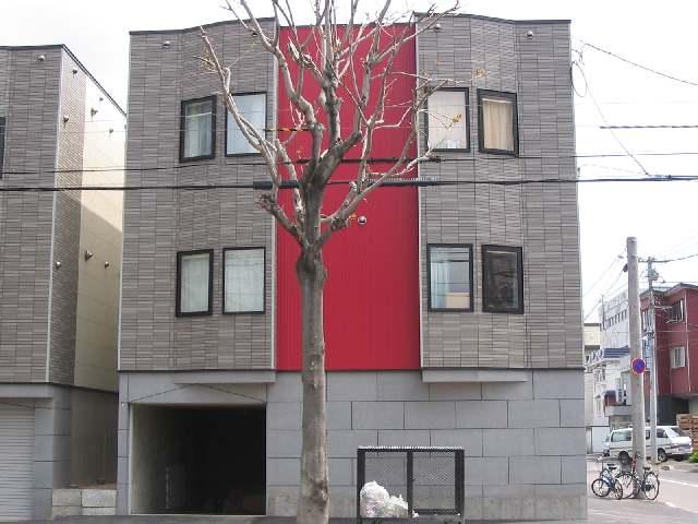 北海道札幌市中央区、桑園駅徒歩9分の築12年 3階建の賃貸アパート