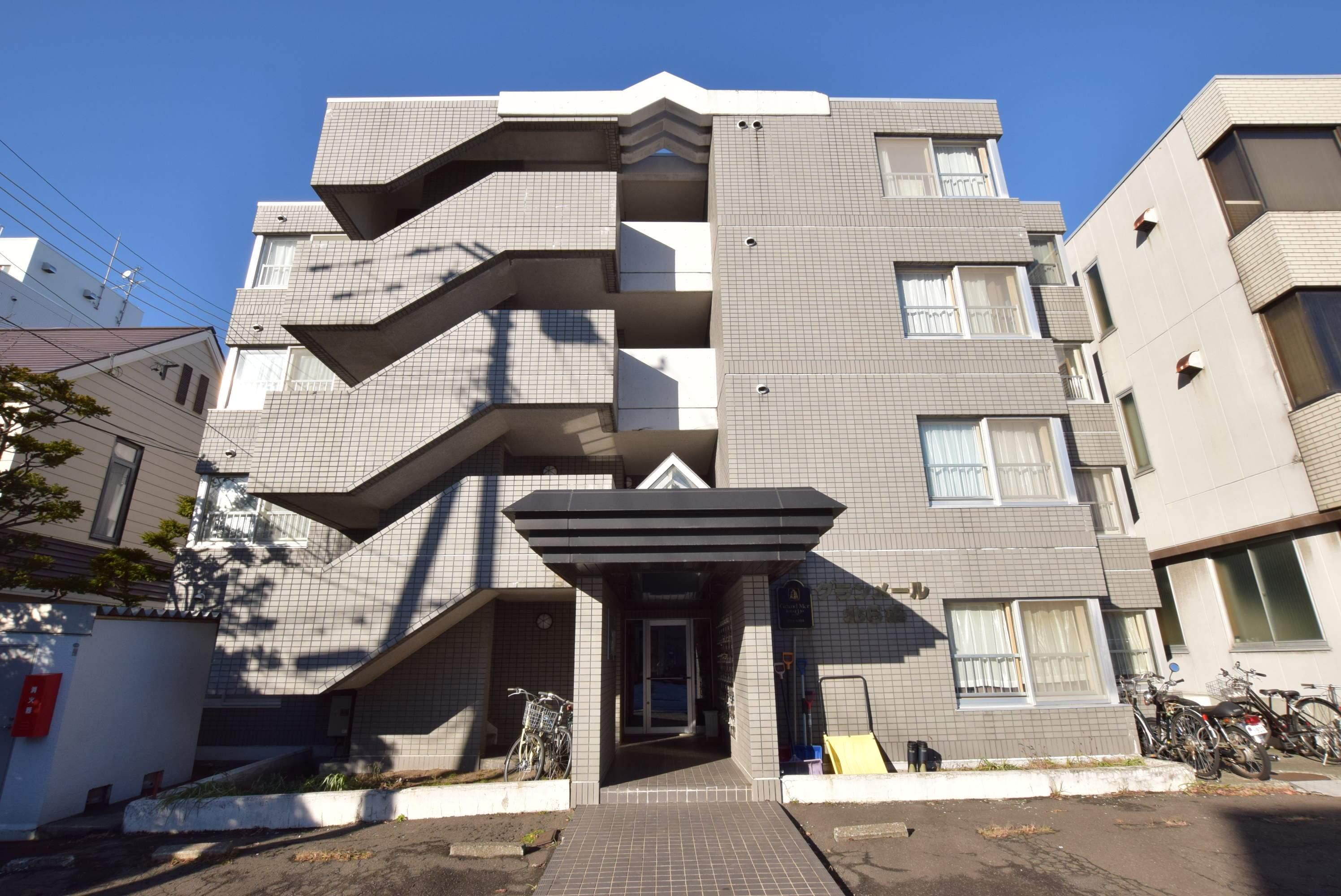 北海道札幌市中央区、桑園駅徒歩13分の築29年 4階建の賃貸マンション