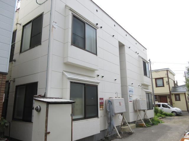 北海道札幌市中央区、西線6条駅徒歩8分の築34年 2階建の賃貸アパート