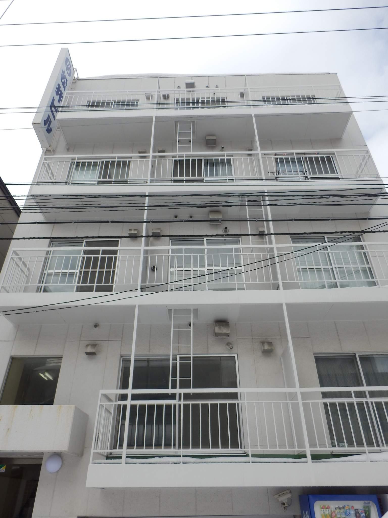 北海道札幌市中央区、西28丁目駅徒歩13分の築40年 5階建の賃貸マンション