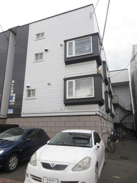 北海道札幌市中央区、桑園駅徒歩5分の築29年 3階建の賃貸アパート