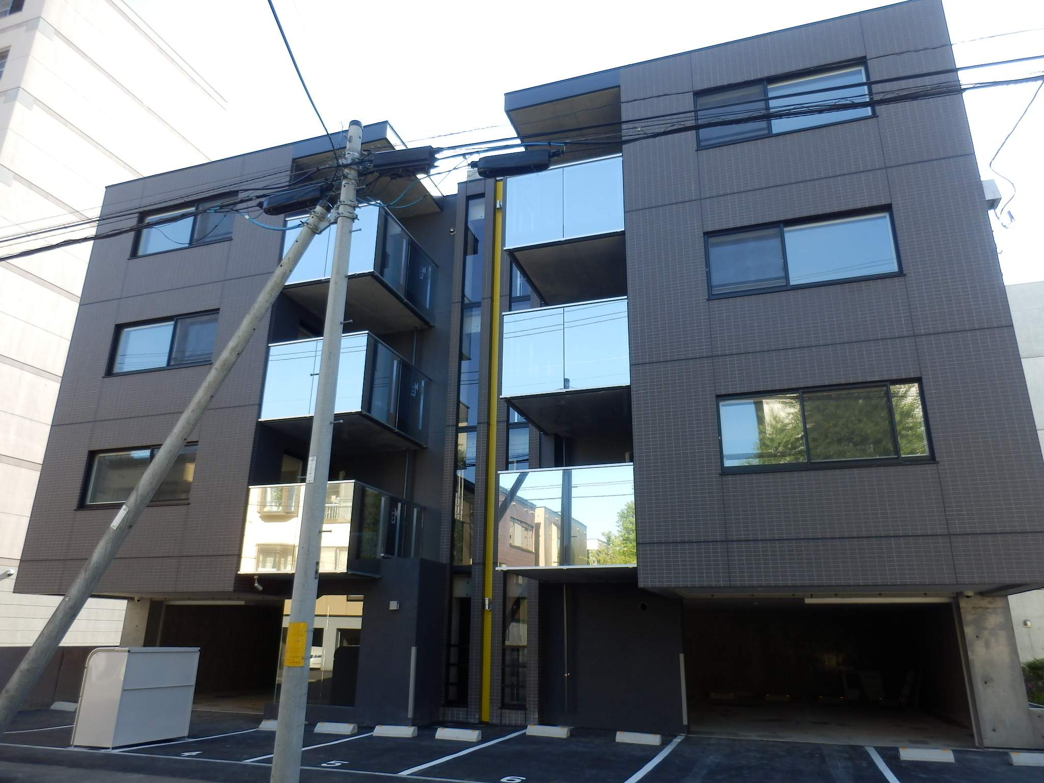 北海道札幌市中央区、西15丁目駅徒歩9分の築1年 4階建の賃貸マンション