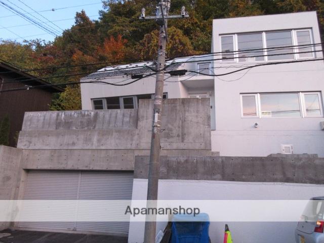 北海道札幌市中央区、西28丁目駅徒歩27分の築3年 3階建の賃貸一戸建て