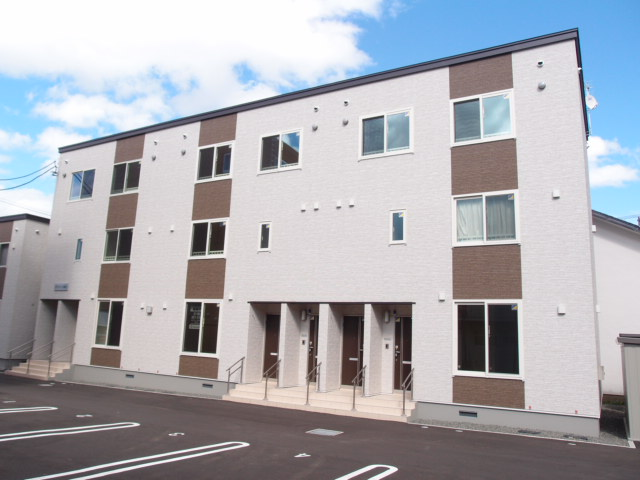 北海道札幌市中央区、中島公園駅徒歩9分の築4年 3階建の賃貸アパート