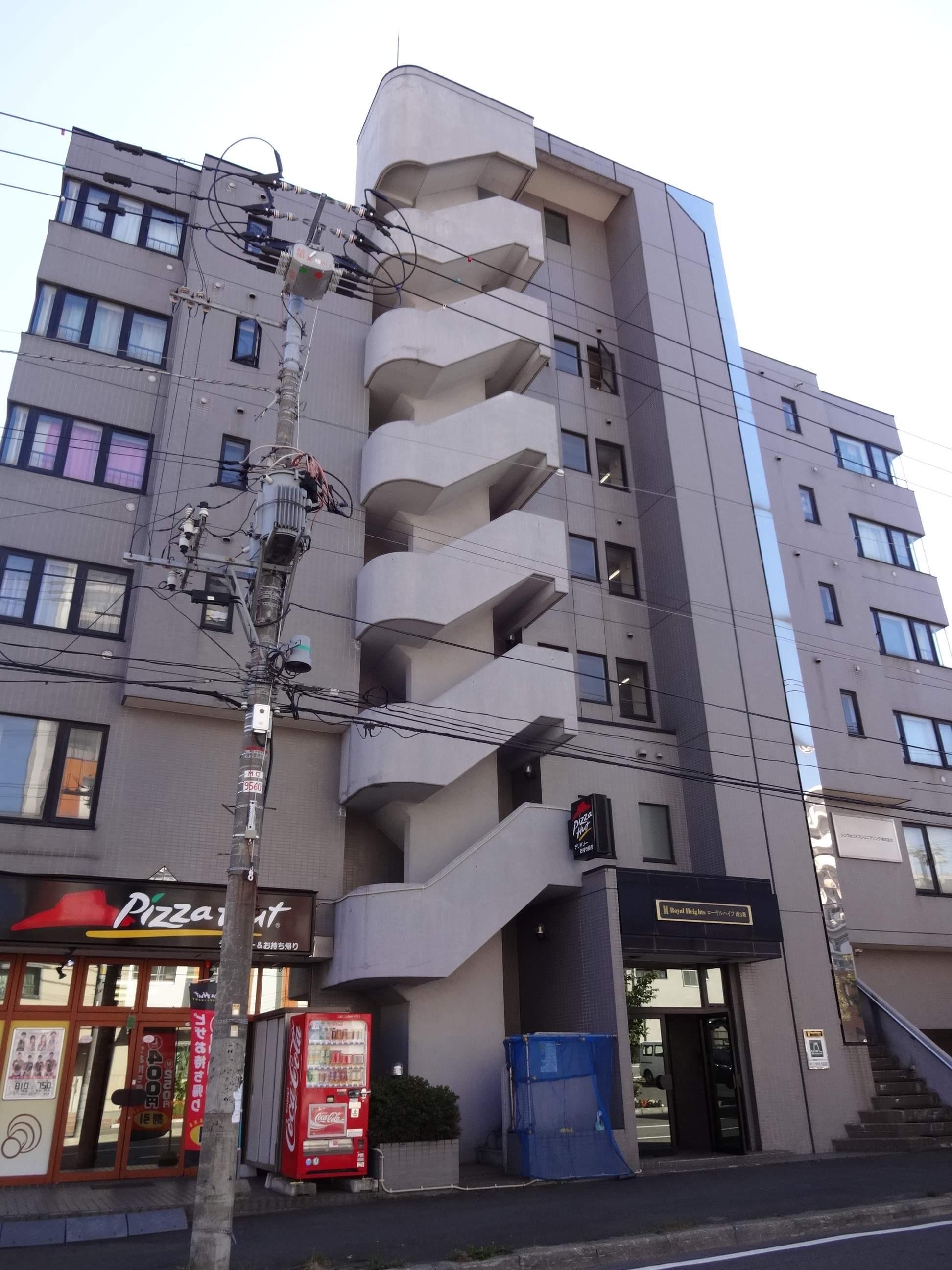 北海道札幌市中央区、バスセンター前駅徒歩5分の築25年 6階建の賃貸マンション