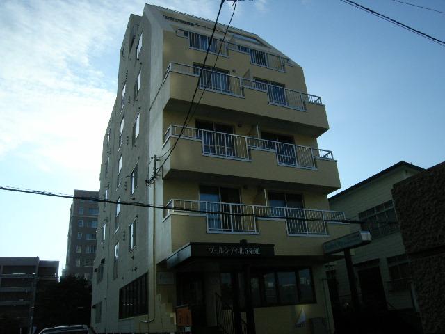北海道札幌市中央区、桑園駅徒歩10分の築32年 6階建の賃貸マンション