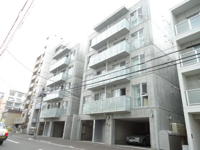 北海道札幌市北区、西28丁目駅徒歩14分の築7年 5階建の賃貸マンション