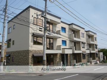 北海道札幌市南区、真駒内駅じょうてつバスバス15分藻岩小学校下車後徒歩5分の築5年 3階建の賃貸アパート