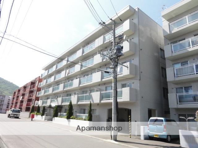 北海道札幌市中央区、石山通駅徒歩15分の築29年 7階建の賃貸マンション