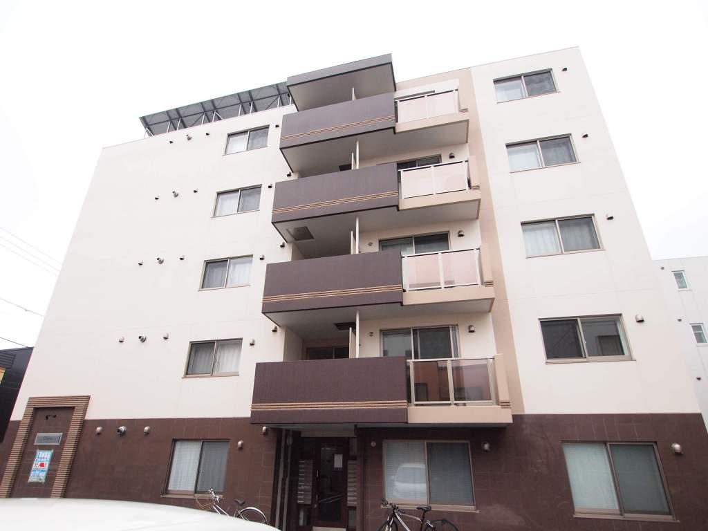 北海道札幌市白石区、苗穂駅徒歩16分の築3年 4階建の賃貸マンション