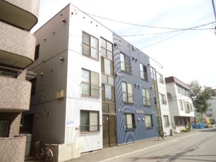 北海道札幌市中央区、二十四軒駅徒歩12分の築32年 3階建の賃貸アパート