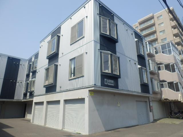 北海道札幌市豊平区、白石駅徒歩11分の築10年 3階建の賃貸アパート