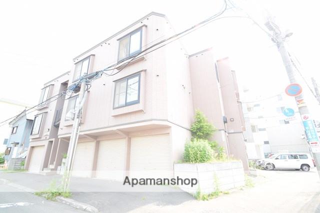 北海道札幌市東区、環状通東駅徒歩10分の築20年 3階建の賃貸アパート