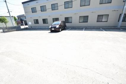 レオパレス篠路7条弐番館[1K/23.18m2]の駐車場