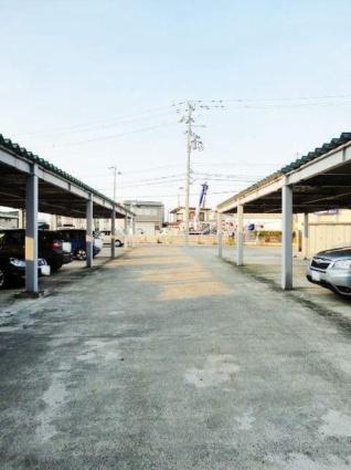 グラン・オーヴェルサン[1K/40.39m2]の駐車場