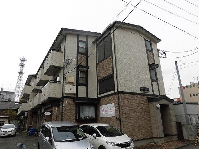 岩手県盛岡市の築15年 3階建の賃貸アパート