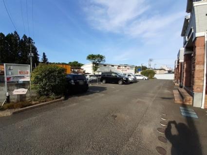グラシュー折立[2LDK/56.83m2]の駐車場