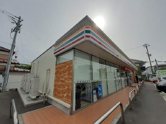 ファミリーマート吉岡南店 450m