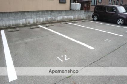 エミネンスB[2K/42.2m2]の駐車場