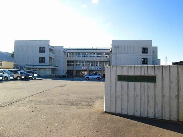 米沢市立第二中学校 900m