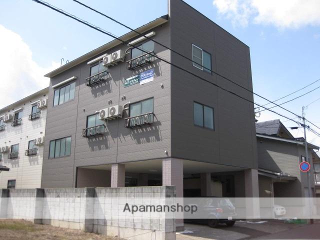 山形県米沢市の築27年 3階建の賃貸アパート