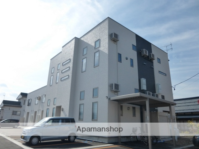 山形県米沢市、西米沢駅徒歩15分の築3年 2階建の賃貸アパート
