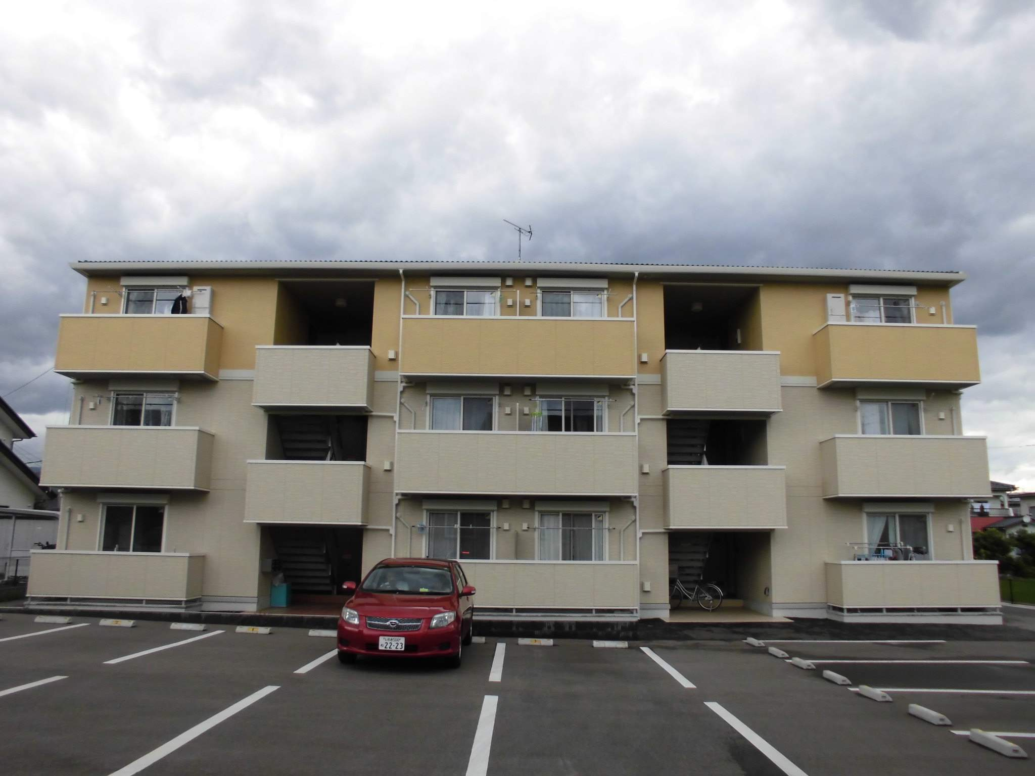 福島県福島市、笹谷駅徒歩14分の築2年 3階建の賃貸アパート